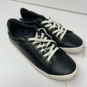 Old navy black size 8 faux leather sneakers